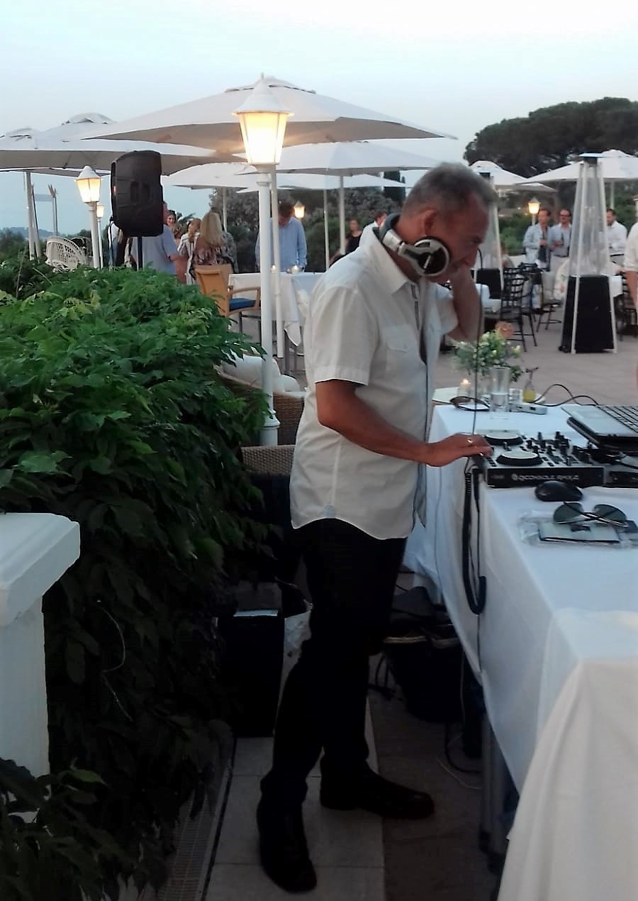DJ Simon Hale DJ'ing an afternoon Cocktail Party in Saint-Tropez