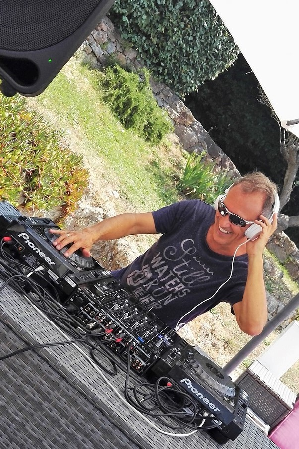 DJ Simon Hale DJ'ing an afternoon party in Cannes during MIDEM